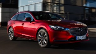 2018 Mazda 6 tourer soul red side moving 2