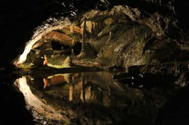 במערות הנטיפים
