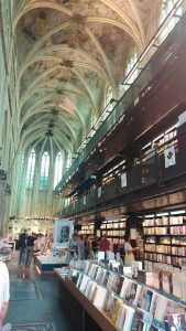 הספרייה בכנסיה