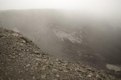 Vulkankrater Urðarháls in Wolken