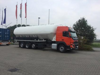 Heitling-Fahrzeugbau---neufahrzeugauslieferung-volvo-fmx-1