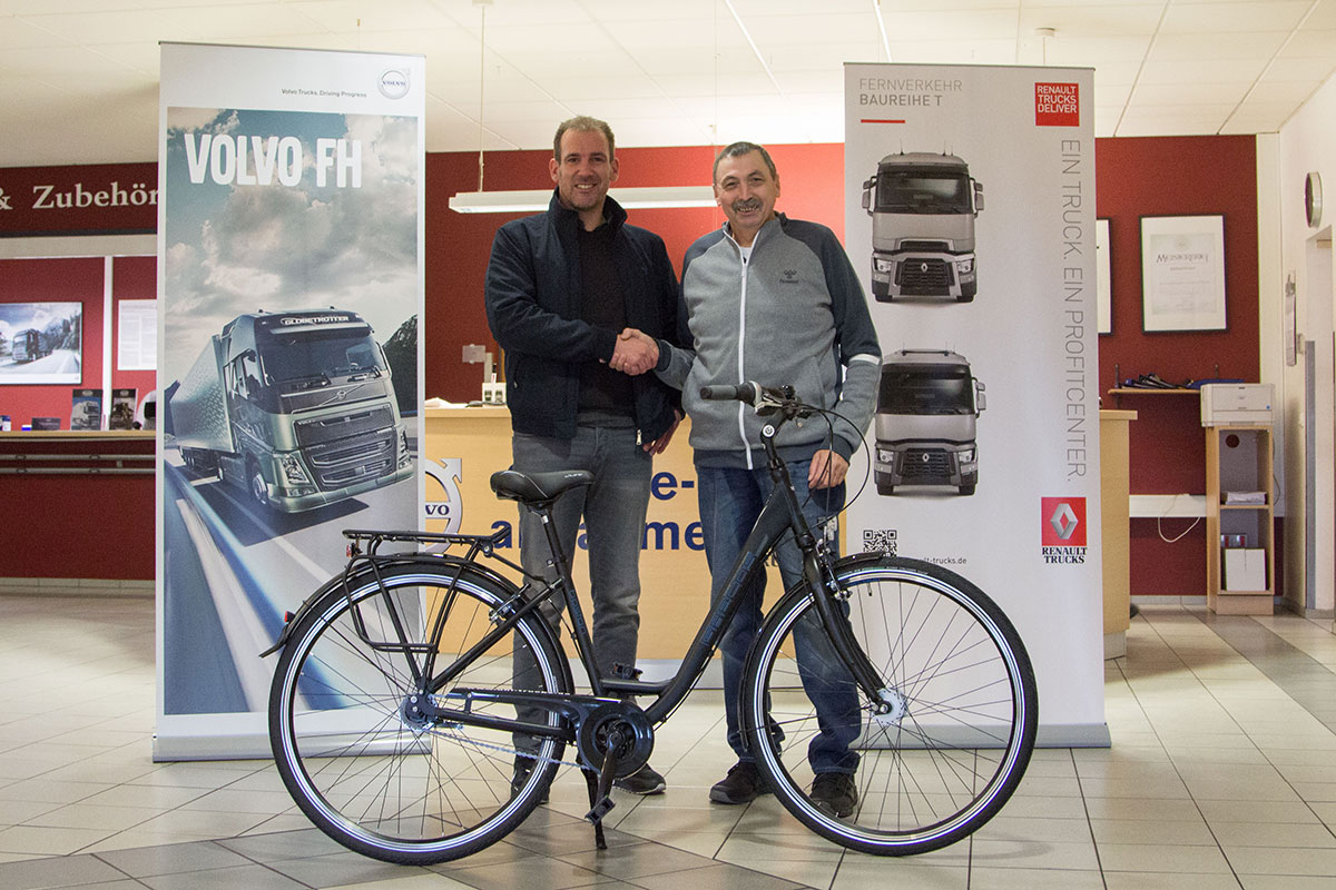 2017-12-18-gewinnuebergabe-fahrrad-uhl-trucks