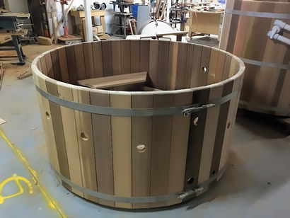 Ukko Cedar Tub with jets