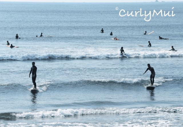 原來是要走到岸邊滑浪,風光明媚呀!