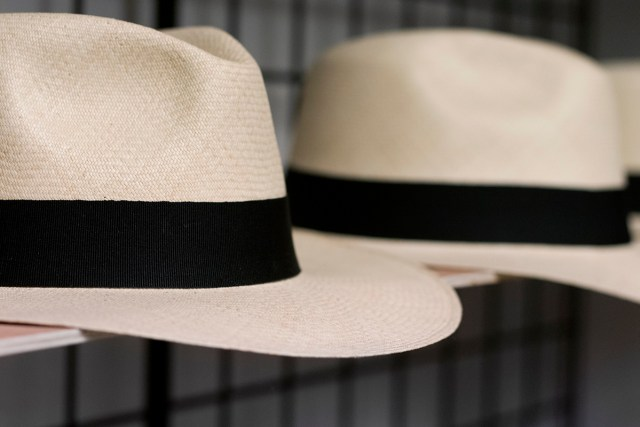 Hat Shelf - how to store hat at home?