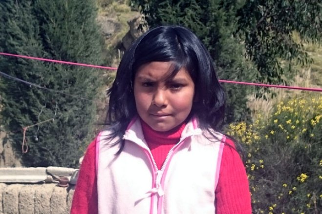 Cindy lives in Bolivia and is waiting for a sponsor.