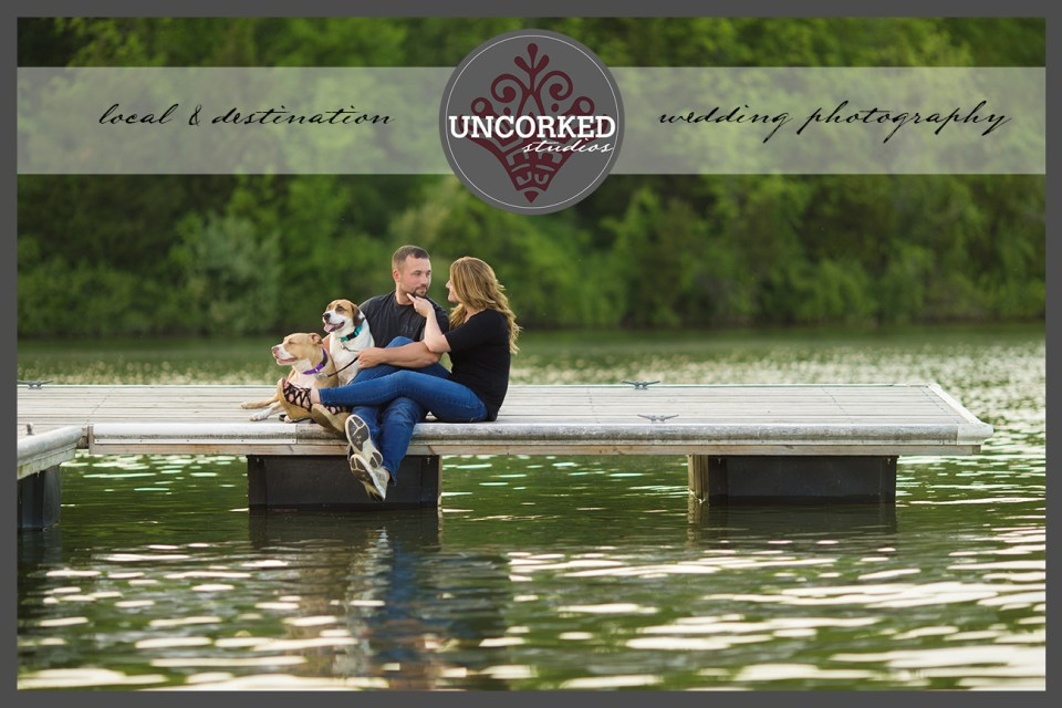 UncorkedStudios_EngagementSessionWithDogs