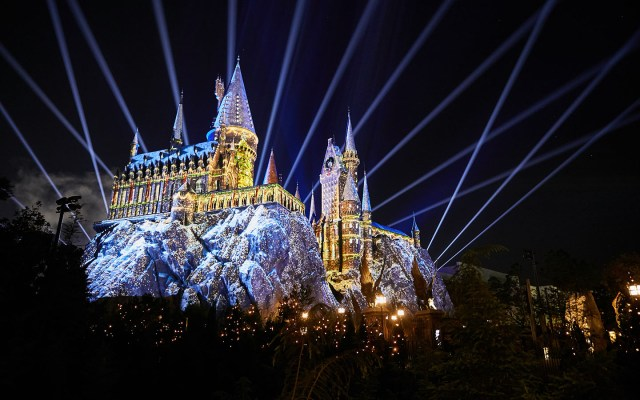 The Magic of Christmas at Hogwarts Castle - Holidays at Universal Orlando Resort