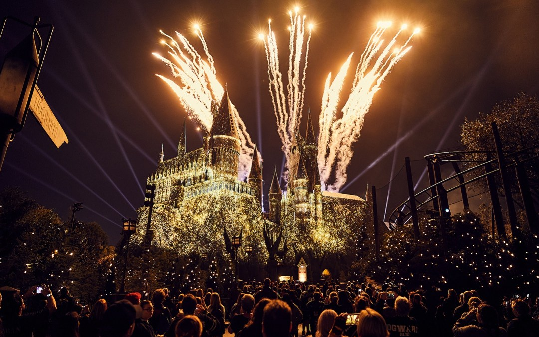 Four Houses Show on castle, The Nighttime Lights at Hogwarts™ Castle, The Wizarding World of Harry Potter - Hogsmeade, WWHM, HM, The Wizarding World of Harry Potter, WWHP, WWoHP, Universal's Islands of Adventure, IOA, Universal Orlando Resort, UOR, UO