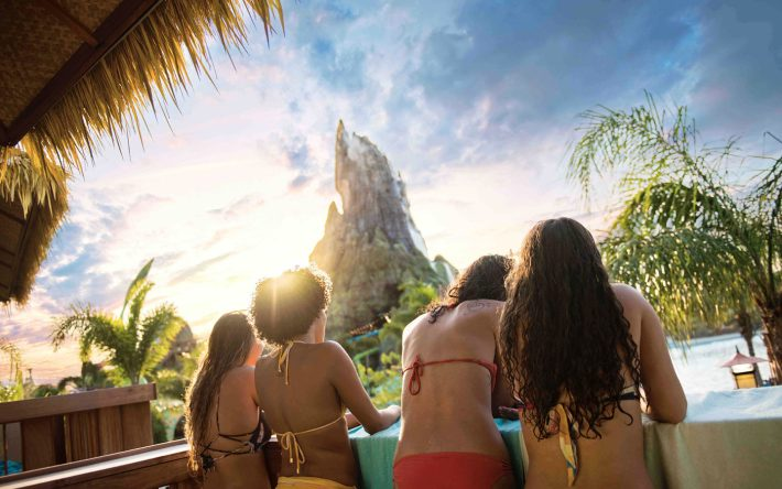 Five Reasons Why Fall is the Best at Volcano Bay