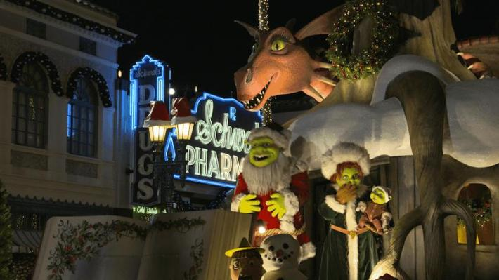 Universal's Holiday Parade featuring Macy's Shrek