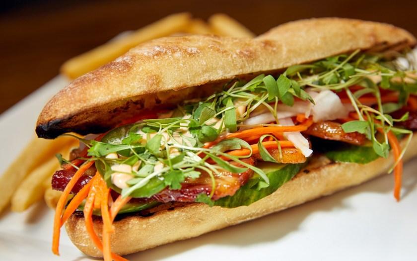 Sándwich de cerdo Banh-Mi Sandwich en Confisco Grille