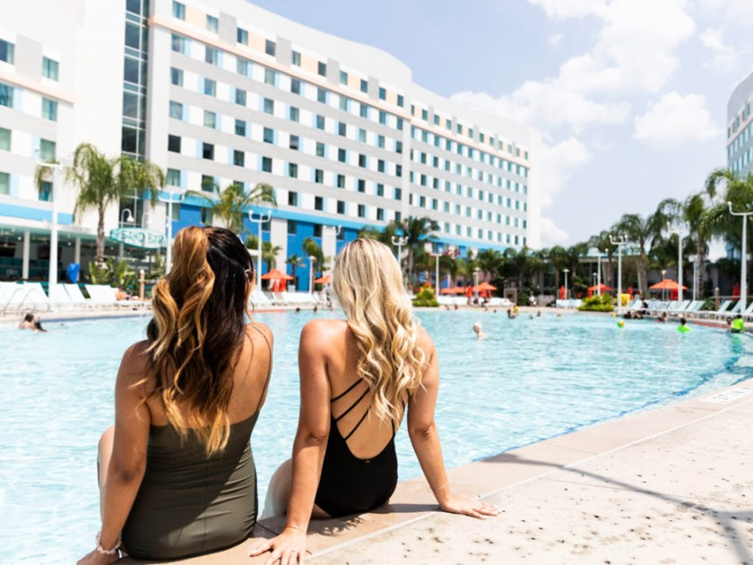 Universal's Endless Summer Resort - Piscina junto al surf