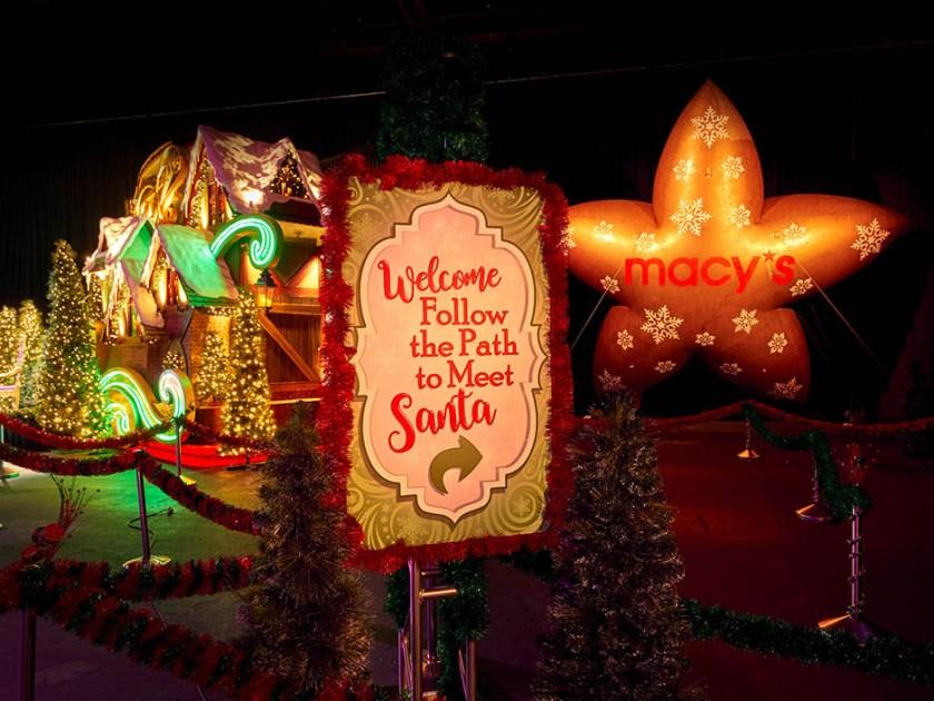 Experiencia navideña de Universal con globos de Macy's