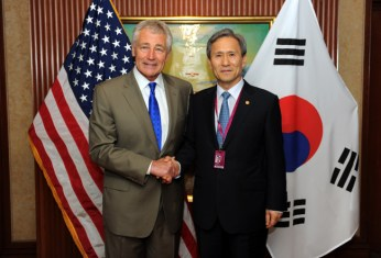 Chuck Hagel and Kim Kwan-jin