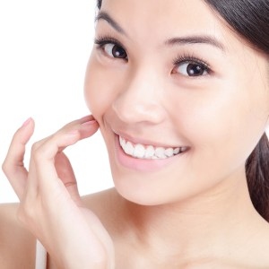 Non-invasive Ways to Plump Your Cheeks and Look Younger