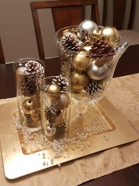 decoração de natal rápida feita em jarra e copos de vidro.