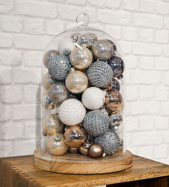 decoração rpida de natal feita em copos e jarras de vidro