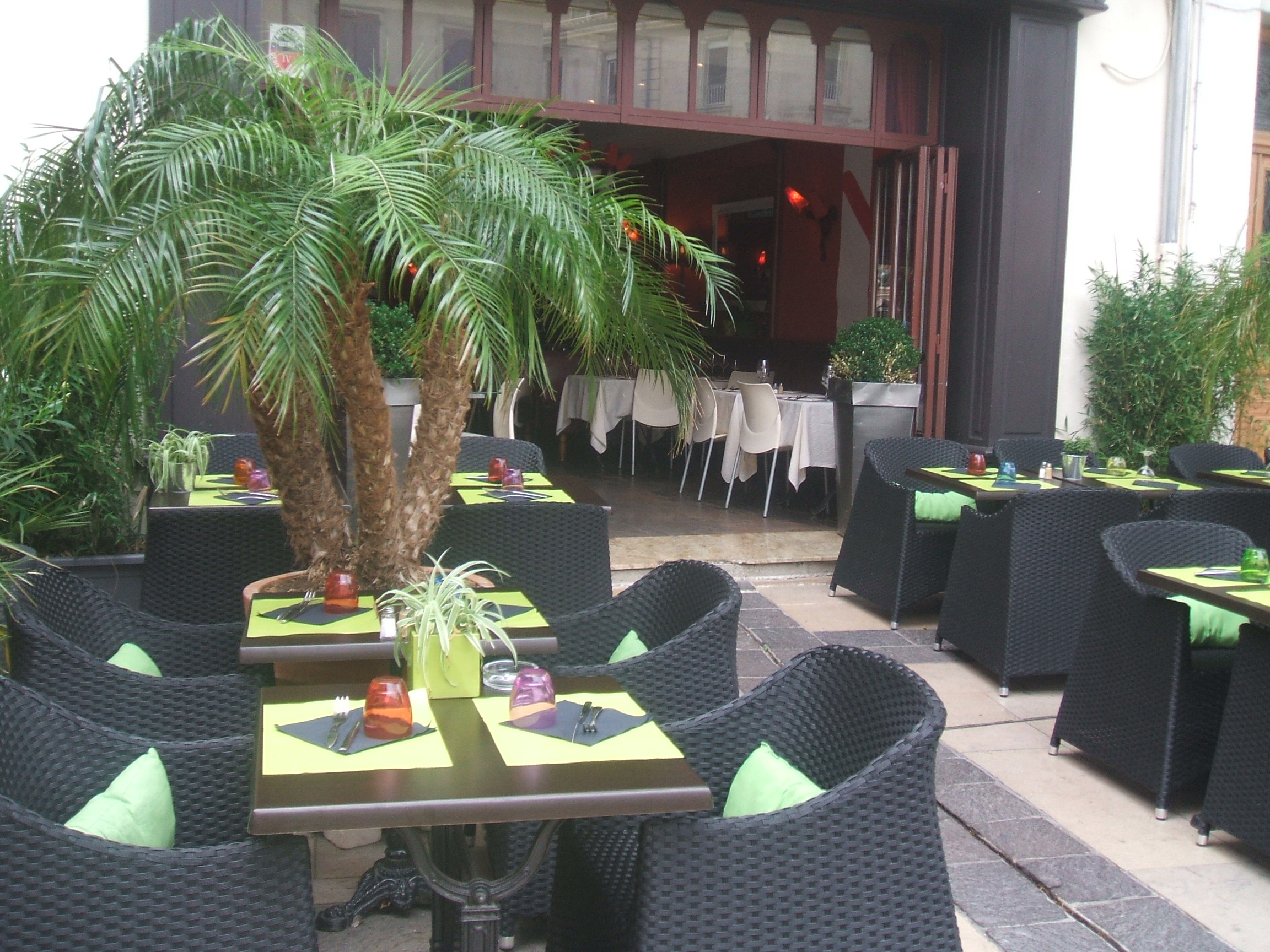 Am nagement int rieur et ext rieur au restaurant le crillon for Mobilier terrasse