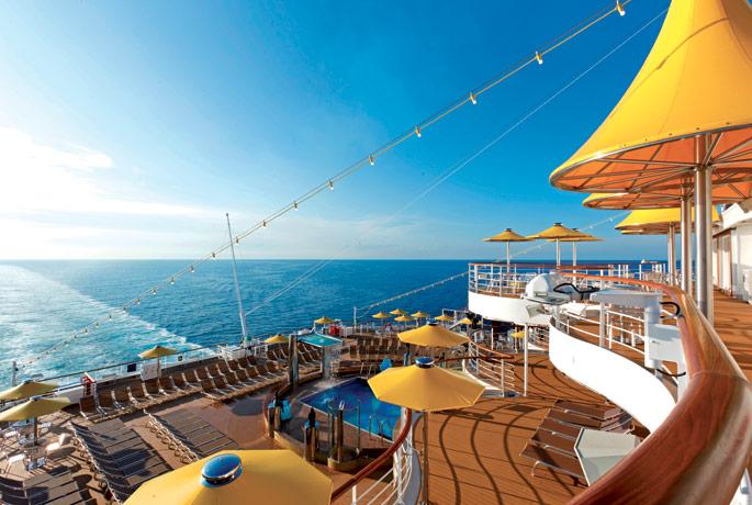 Piscina del crucero Costa Favolosa.