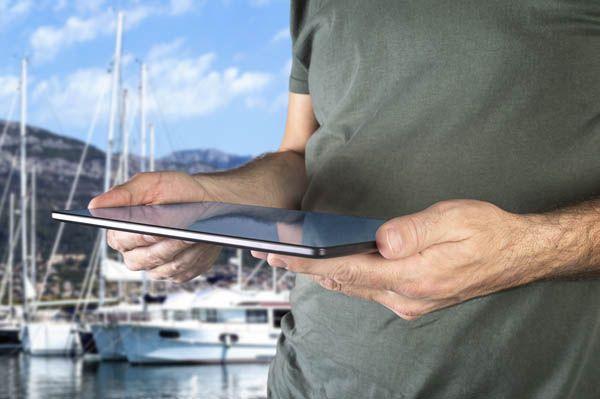 Tablet con apps para cruceros