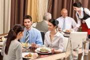 Vale-alimentação x Vale-refeição: qual oferecer?