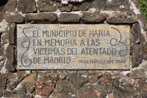 1280px-Haría_-_Calle_Vista_del_Valle_-_cemetery_-_memorial_02_ies