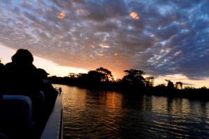 Passeios de barco no Pantanal ao Pôr do sol