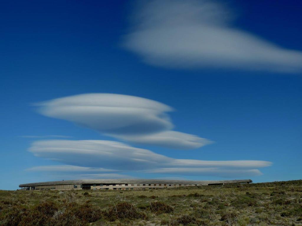 Tierra Patagonia Hotel & Spa mimetizado na paisagem da Patagônia Chilena
