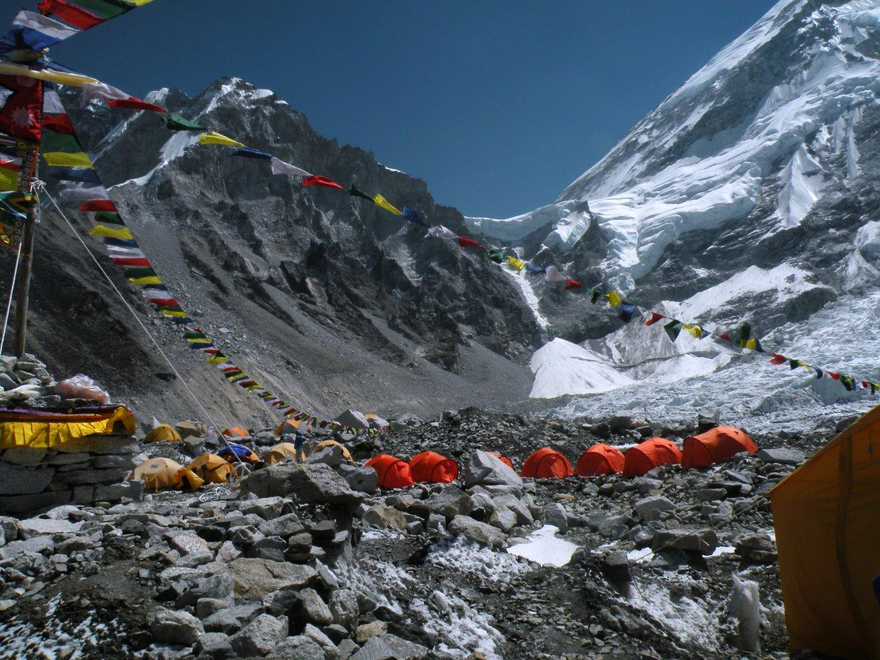 Local onde montam se as bases para as expedições ao Everest