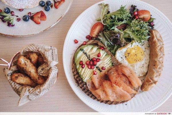 the best brunch menu from cafe de nicole's flower