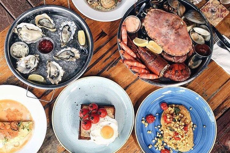 must-go-restaurant-venuerific-blog-pelican-seafood-bar-grill