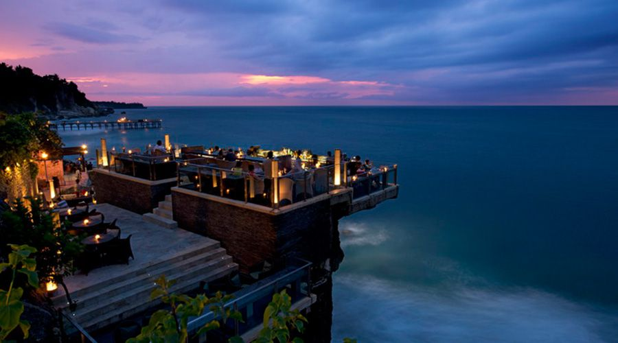 Breathtaking-rooftop-bar-asia-venuerific-blog-rock-bar-beautiful-scenery