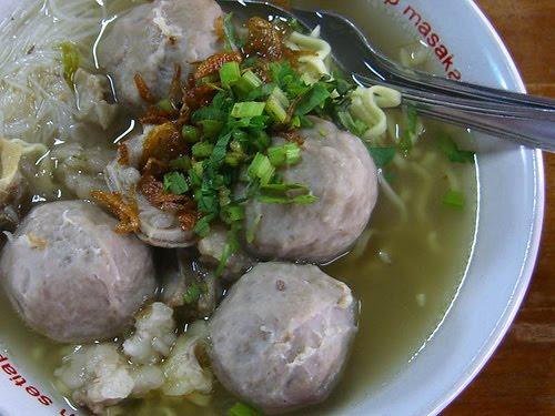 Popular-street-food-venuerific-blog-bakso