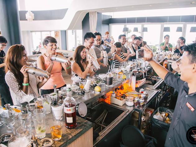 March-event-venuerific-blog-singapore-cocktail-festival-bartender