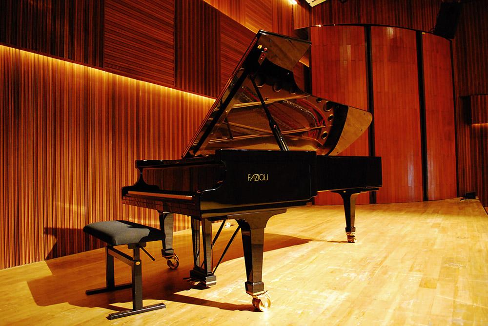 wedding-venue-jakarta-venuerific-blog-soehanna-hall-grand-piano