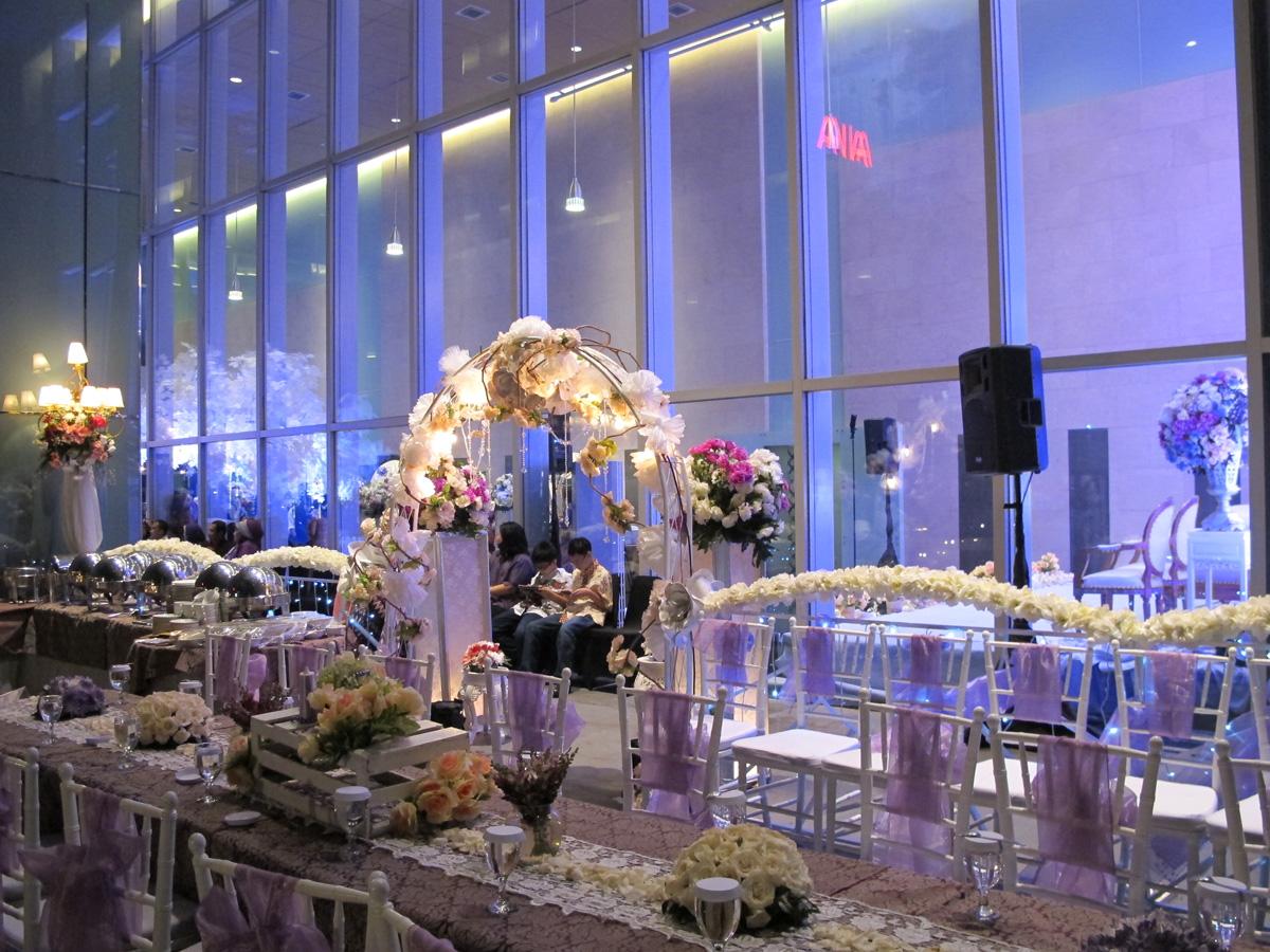 wedding-venue-jakarta-venuerific-blog-la-seine-wedding-arch
