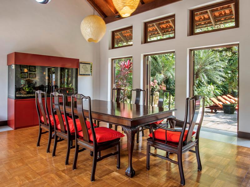 Colonial-industrial-styled-venue-venuerific-blog-villa-paradiso-big-table-living-room