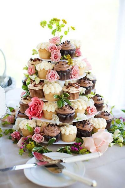 cupcakes flowers construction for baby shower decoration idea, Baby Shower : Foods, Drinks, and Gifts Ideas for the Guests