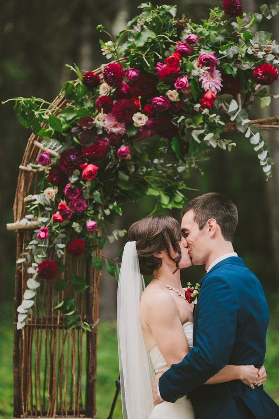 Perfect-wedding-flower-venuerific-blog-queen-of-hearts-roses