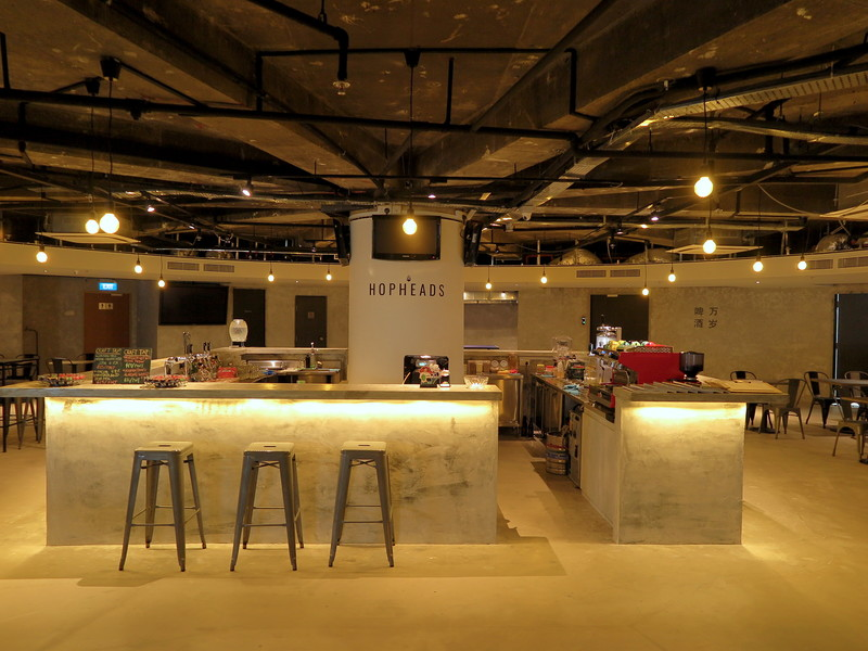successful-networking-night-venuerific-singapore-minimalistic-bar