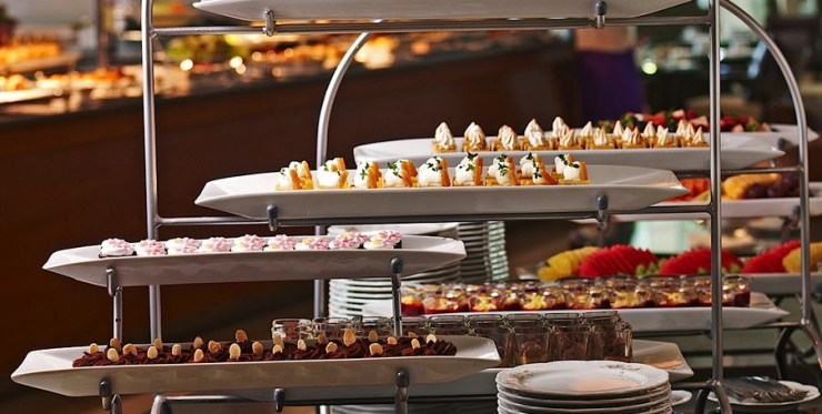 L'espresso English Afternoon Tea display