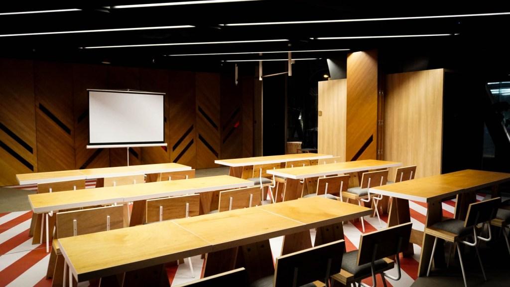 unique-venue-singapore-venuerific-blog-recognise-studios-with-conference-tables