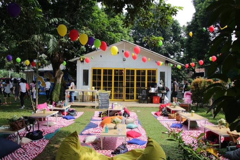 The beautiful picnic garden concept from Twin House Jakarta