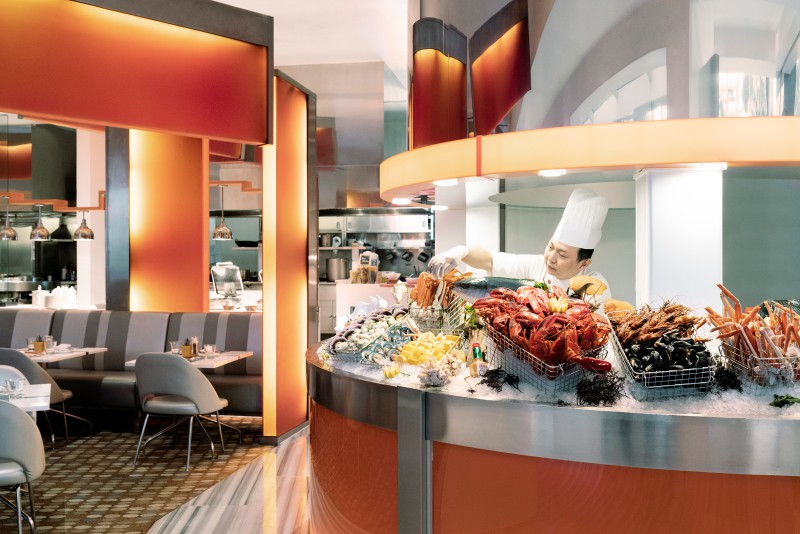 the live station of fresh seafood buffet