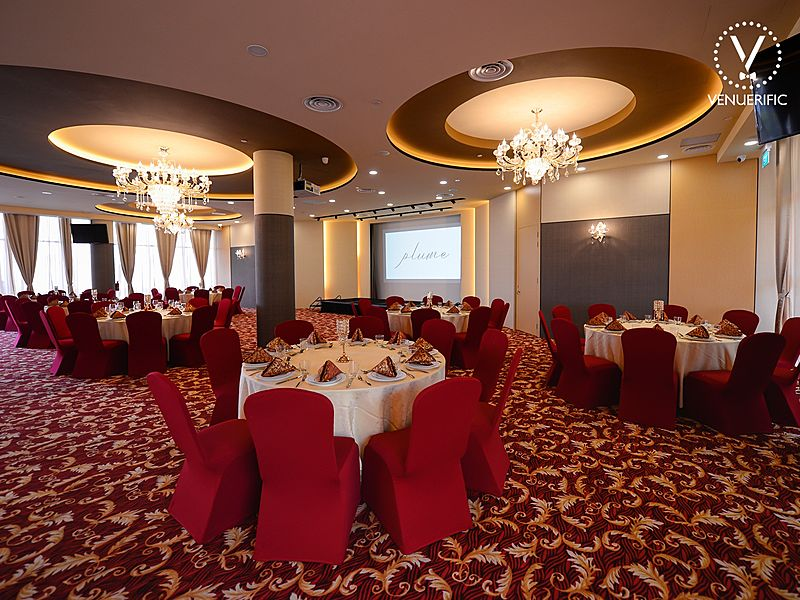 gold tematic and spacious ballroom from plume singapore