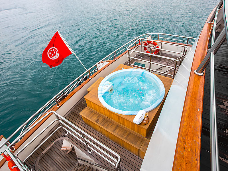 jacuzzi with a view on a yacht in Singapore