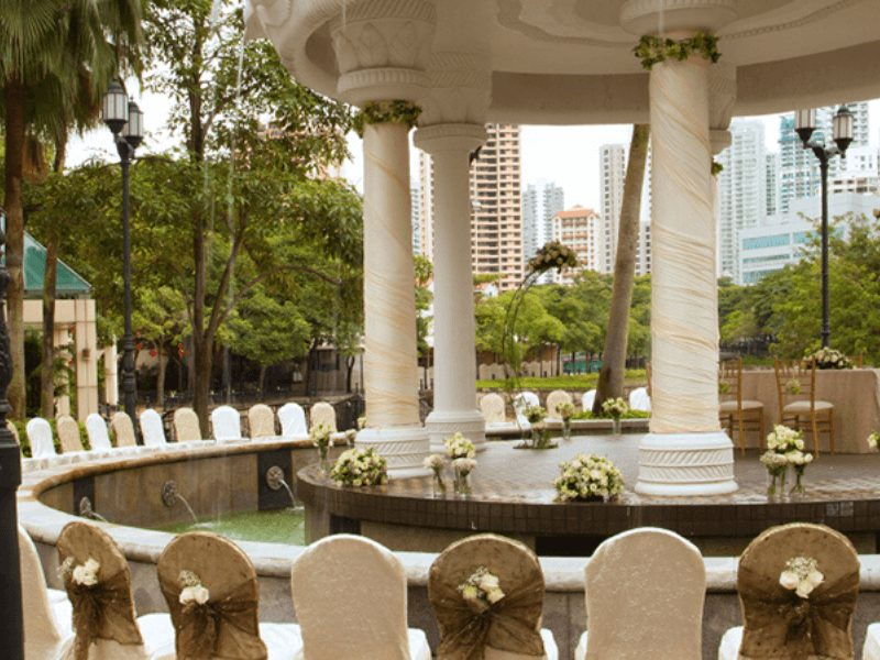 Outdoor weddings or solemnisation beside the Singapore River