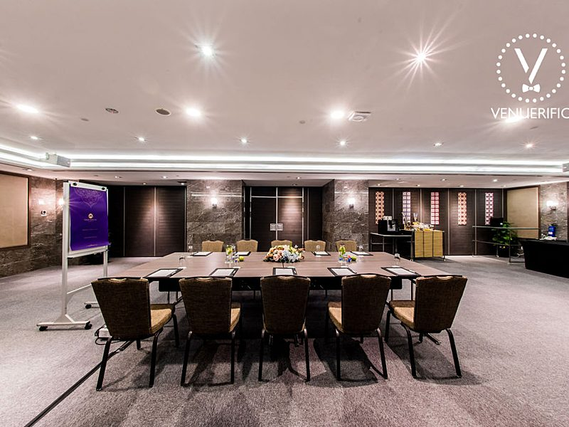 large private meeting space in singapore with refreshment