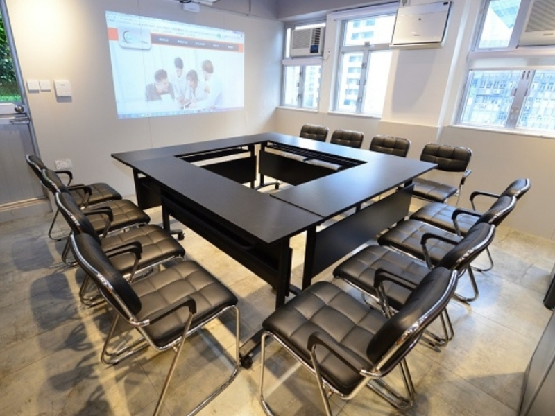 Configurable meeting room with projector